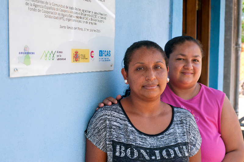 """Lorena, que acompaña en esta foto a Marisela, es fiscal del CAPS de Vado Ancho: """"Estamos dando un ejemplo para que otras mujeres asuman cargos de peso""""."""
