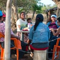 """Lucía, María, Yahaira, Myriam y Janet son respectivamente presidenta, bombera, tesorera, fiscal y vocal del CAPS de Salinas Grandes en León: """"La comunidad ve que desde que hemos vuelto tienen agua de nuevo. Ahora confían en nosotras y nos han reelegido como Junta Directiva."""""""