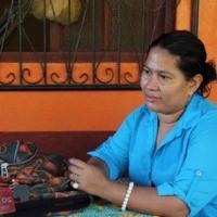 """Aura es usuaria del sistema de agua potable de El Capulín y participa en las reuniones del CAPS: """"Cuando me dijeron que tenía que zanjear, a mí me pareció normal""""."""