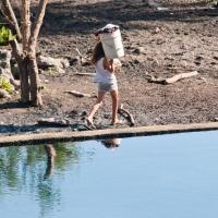 El mandato socialmente aceptado de que corresponde a las mujeres el trabajo de carácter reproductivo lleva a en consecuencia a interpretar que son ellas las que gastan el agua.
