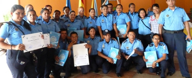 Policía se capacita para combatir delitos de narcotráfico y trata de personas