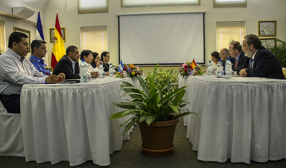 Pie de foto: Representantes de AECID y la Embajada de España con las máximas autoridades de Cancillería de la República, MHCP, MEFCCA, INATEC y Policía Nacional.